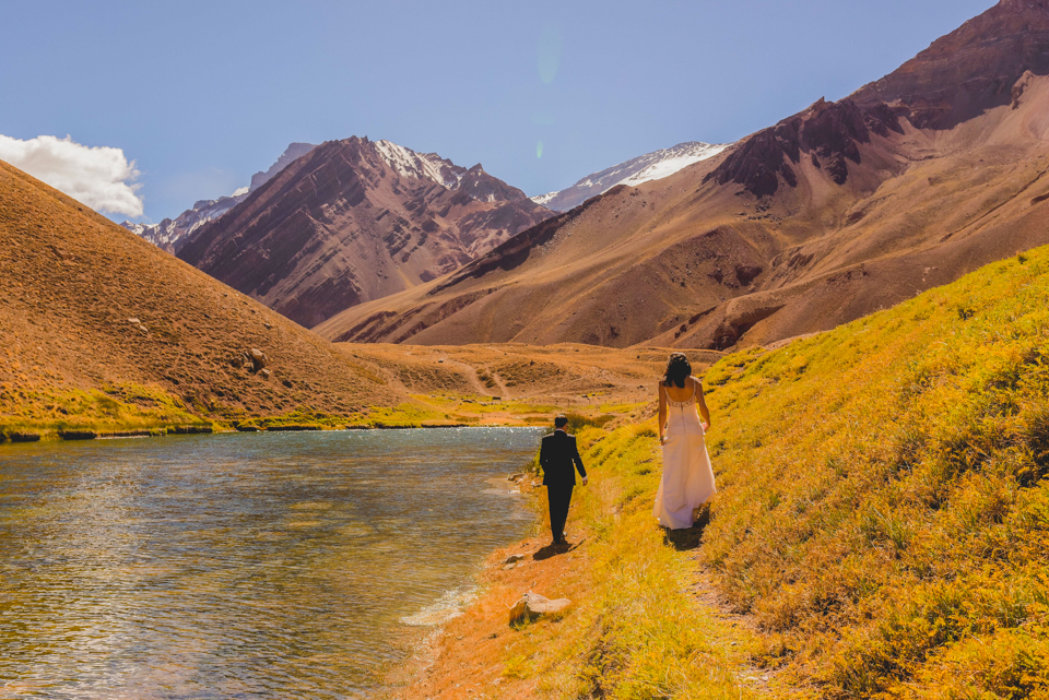 Cerro Aconcagua-laguna de horcones- Trash the drees- argentina wedding