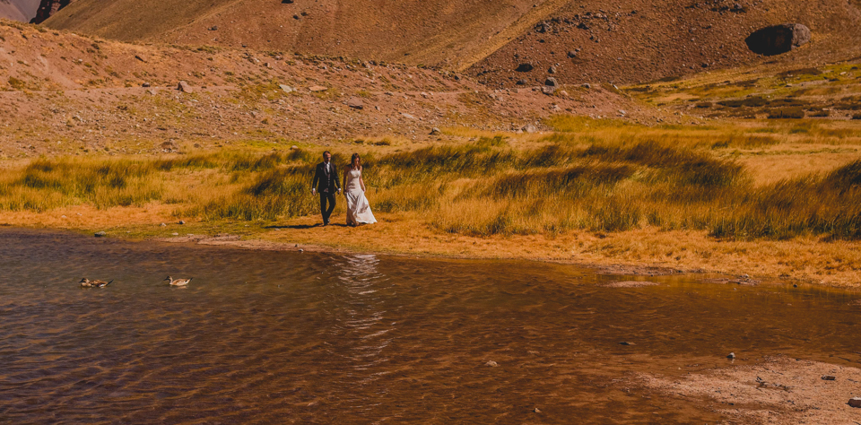 Cerro Aconcagua-laguna de horcones- Trash the drees- argentina wedding-