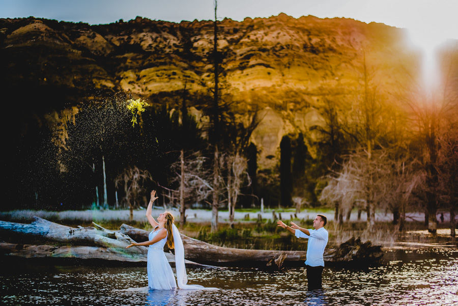 trash the dress en el agua wedding session en los andes